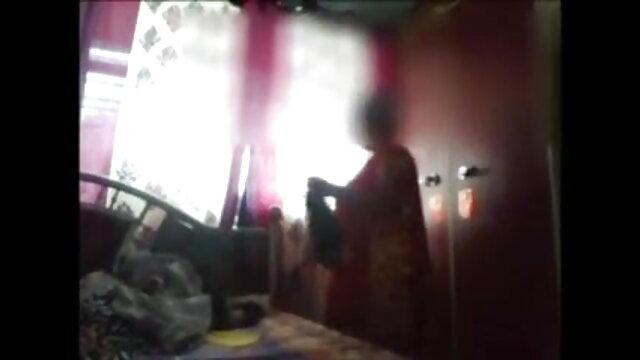 दृश्यरतिक जासूसी पर लड़की, जबकि सनी लियोन एचडी सेक्सी मूवी